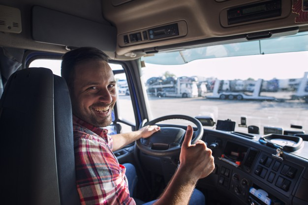 Uśmiechnięty kierowca